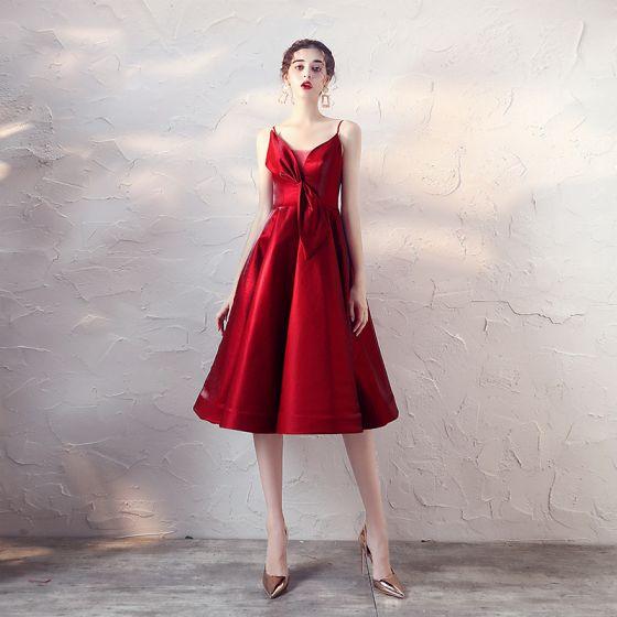 Chic / Beautiful Burgundy Homecoming Graduation Dresses 2019 A-Line / Princess Spaghetti Straps Bow Sleeveless Backless Knee-Length Formal Dresses
