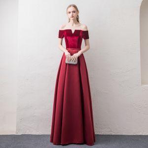 Affordable Burgundy Evening Dresses  2018 A-Line / Princess Off-The-Shoulder Short Sleeve Sash Floor-Length / Long Ruffle Backless Formal Dresses