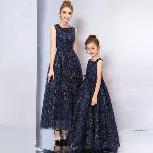 Chic / Belle Bleu Marine Robe De Bal 2019 Princesse Encolure Carrée Sans Manches Glitter Paillettes Noeud Ceinture Longue Volants Robe De Ceremonie