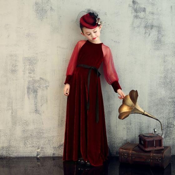 Elegante Burgunderrot Velour Geburtstag Blumenmädchenkleider 2020 Etui Rundhalsausschnitt Geschwollenes Lange Ärmel Stoffgürtel Lange Rüschen