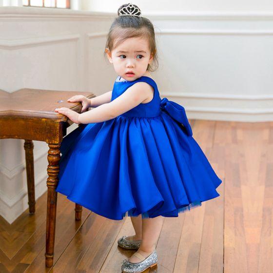 Schön Königliches Blau Satin Geburtstag Blumenmädchenkleider 2020 Ballkleid Rundhalsausschnitt Ärmellos Schleife Perlenstickerei Kurze Kleider Für Hochzeit
