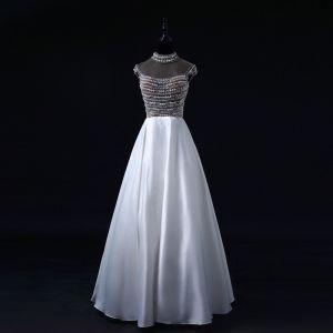 Luksusowe Perła Sukienki Na Bal 2017 Wysokiej Szyi Frezowanie Kryształ Bez Pleców Białe Satyna Sukienki Wizytowe