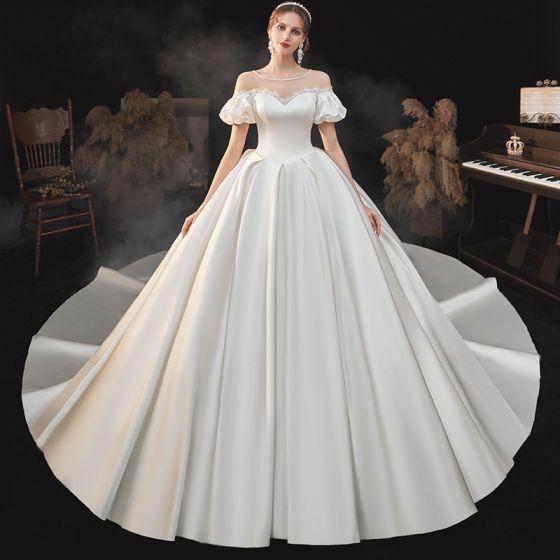 High-end Elegant Ivory Satin Brudekjoler 2021 Balkjole Perle Scoop Neck Kort Ærme Halterneck Royal Train Bryllup