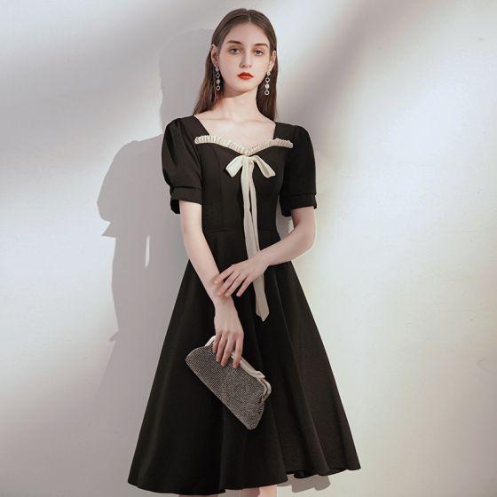Style Victorien Noire de retour Robe De Graduation 2020 Princesse Encolure Carrée Gonflée Manches Courtes Noeud Mi-Longues Volants Dos Nu Robe De Ceremonie