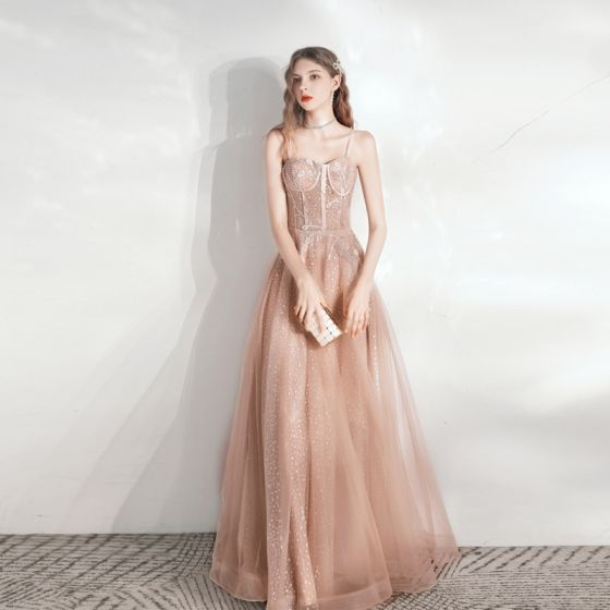 Snygga / Fina Champagne Balklänningar 2021 Prinsessa Spaghettiband Beading Spets Blomma Ärmlös Halterneck Långa Formella Klänningar