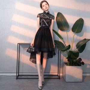 Mooie / Prachtige Zwarte Cocktailjurken 2018 A lijn Appliques Hoge Kraag Korte Mouwen Asymmetrisch Gelegenheid Jurken