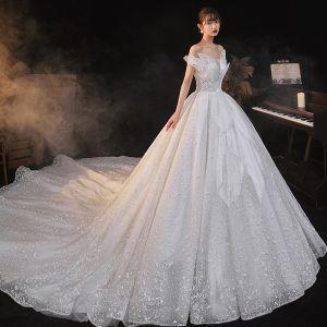 Romantique Blanche La Mariée Robe De Mariée 2020 Robe Boule De l'épaule Manches Courtes Dos Nu Perlage Glitter Tulle Cathedral Train Volants