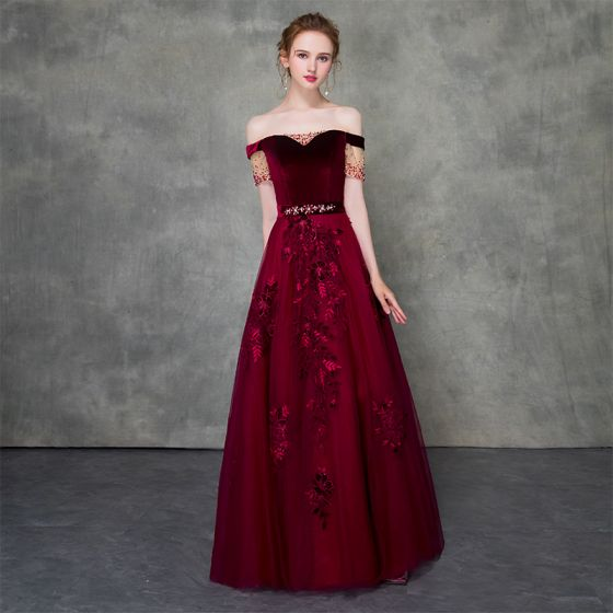 Vintage / Retro Burgundy Prom Dresses 2018 A-Line / Princess Off-The-Shoulder Short Sleeve Appliques Lace Beading Sash Floor-Length / Long Ruffle Backless Formal Dresses