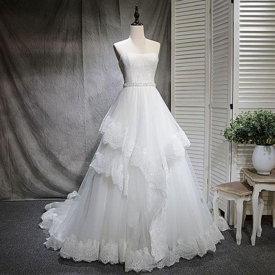 Schöne Weiß Brautkleider 2018 A Linie Strass Pailletten Herz-Ausschnitt Rückenfreies Ärmellos Hof-Schleppe Hochzeit