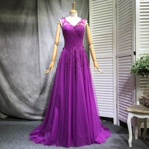 Chic / Beautiful Purple Evening Dresses  2018 A-Line / Princess Beading Pearl Sequins Appliques V-Neck Sleeveless Court Train Formal Dresses