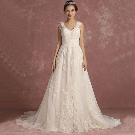 Eleganta Elfenben Bröllopsklänningar 2018 Prinsessa Axlar Ärmlös Halterneck Appliqués Spets Svep Tåg