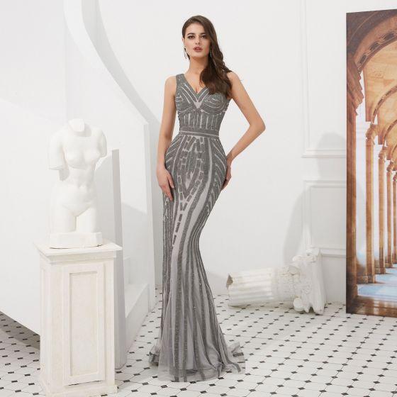 High End Grau Abendkleider 2020 Meerjungfrau V-Ausschnitt Ärmellos Handgefertigt Perlenstickerei Sweep / Pinsel Zug Rückenfreies Festliche Kleider