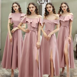 Niedrogie Rumieniąc Różowy Sukienki Dla Druhen 2020 Princessa Kótkie Rękawy Szarfa Podział Przodu Długość Kostki