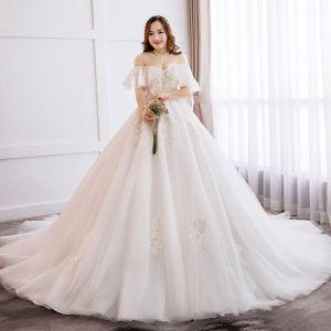 Schöne Weiß Ballkleid Brautkleider / Hochzeitskleider 2019 Spitze Tülle Applikationen Rückenfreies Stickerei Kapelle-Schleppe Bandeau Hochzeit