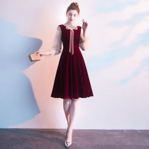 Vintage / Retro Burgundy Homecoming Graduation Dresses 2019 A-Line / Princess V-Neck Suede Bow 3/4 Sleeve Knee-Length Formal Dresses