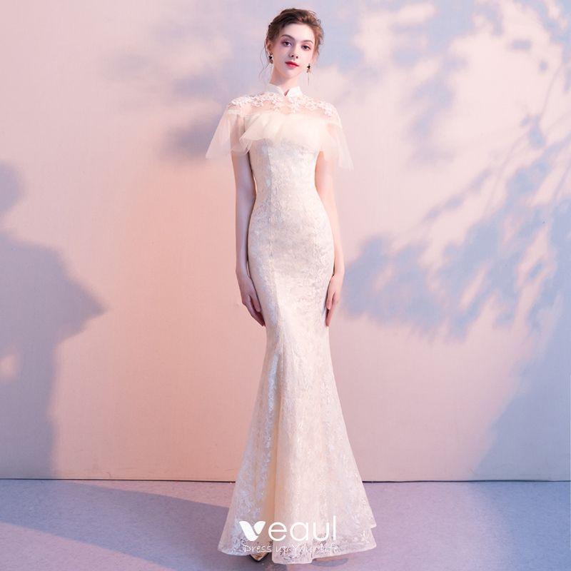 Elegante Champagner Abendkleider 2018 Meerjungfrau Perlenstickerei Spitze Blumen Stehkragen Rückenfreies Kurze Ärmel Lange Festliche Kleider