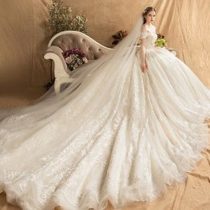 Lyx Champagne Bröllopsklänningar 2019 Balklänning Av Axeln Beading Pärla Rhinestone Spets Blomma Korta ärm Halterneck Royal Train