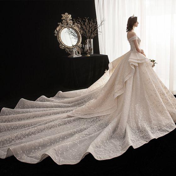 Lyx Champagne Bröllopsklänningar 2020 Balklänning Av Axeln Korta ärm Halterneck Beading Utskrift Glittriga / Glitter Blomma Cathedral Train Ruffle