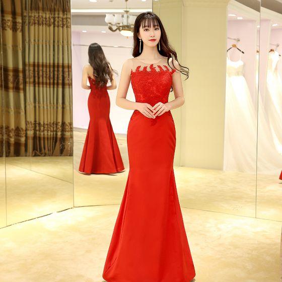 691e2ee988 Chiński Styl Czerwone Sukienki Wieczorowe 2017 Syrena   Rozkloszowane  Długie Wycięciem Bez Rękawów Z Koronki Aplikacje Przebili Sukienki Wizytowe