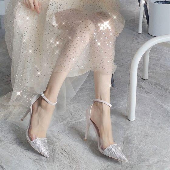 Charmerende Beige Selskabs Sandaler Dame 2020 Læder Rhinestone Ankel Strop 9 cm Stiletter Spidse Tå Sandaler