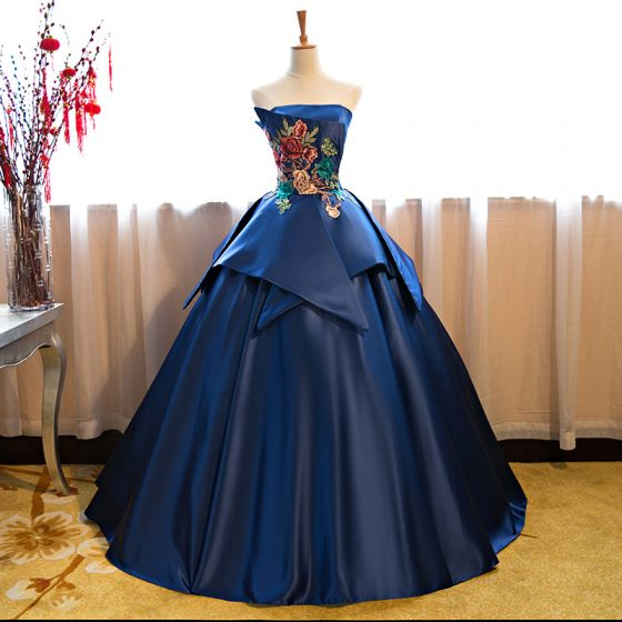 Vintage / Retro Royal Blue Satin Dancing Prom Dresses 2021 Ball Gown Strapless Sleeveless Appliques Embroidered Floor-Length / Long Ruffle Backless Formal Dresses