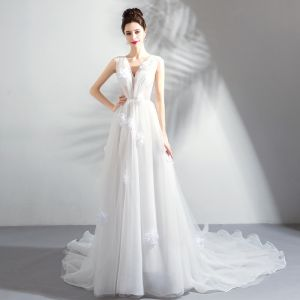 Chic / Beautiful Summer White Beach Wedding Dresses 2018 A-Line / Princess Appliques Pleated Organza V-Neck Sleeveless Chapel Train Wedding