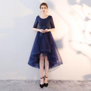 Piękne Granatowe Sukienki Koktajlowe Princessa Wycięciem Frezowanie Cekiny Kokarda 1/2 Rękawy Bez Pleców Asymetryczny Sukienki Wizytowe