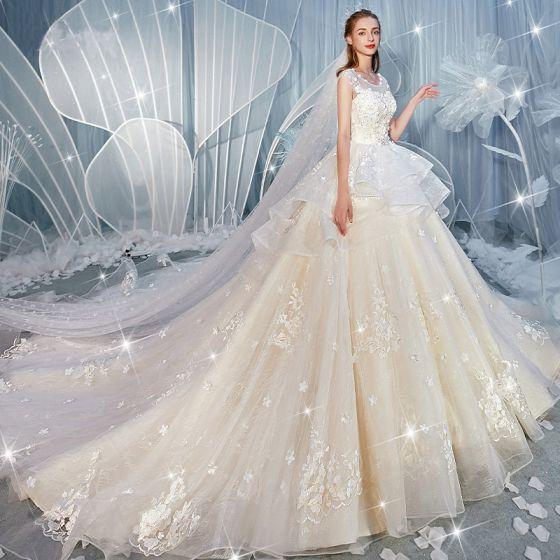 Fantastisk Champagne Bröllopsklänningar 2019 Prinsessa Urringning Rhinestone Spets Blomma Appliqués Ärmlös Halterneck Cascading Volanger Royal Train