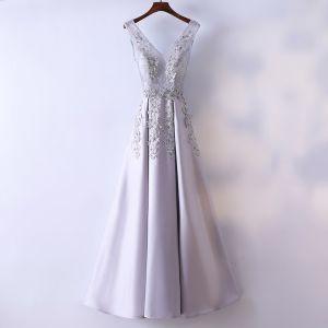 Schöne Silber Abendkleider 2017 A Linie Mit Spitze Blumen V-Ausschnitt Rückenfreies Ärmellos Knöchellänge Abend