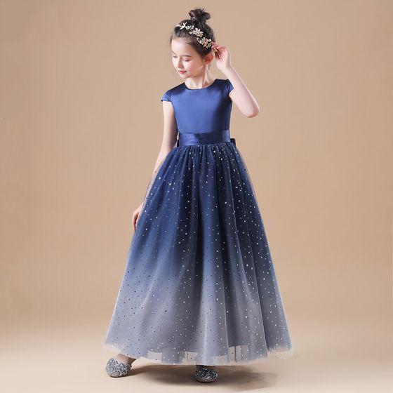 Gwiaździste Niebo Granatowe Sukienki Dla Dziewczynek 2020 Princessa Wycięciem Bez Rękawów Kokarda Szarfa Gwiazda Cekiny Długie Wzburzyć