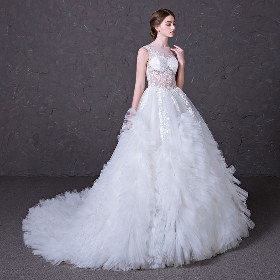 Sexy Pierced Wedding Dresses 2017 A-Line / Princess Scoop Neck Sleeveless Appliques Lace White Ruffle Tulle Court Train
