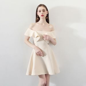 Modest / Simple Champagne Homecoming Graduation Dresses 2018 A-Line / Princess Off-The-Shoulder Short Sleeve Short Ruffle Backless Formal Dresses