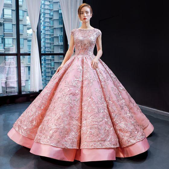 Magnífico Perla Rosada Bailando Vestidos de gala 2020 Ball Gown Escote Cuadrado Sin Mangas Traspasado Apliques Con Encaje Lentejuelas Largos Ruffle Sin Espalda Satén Vestidos Formales