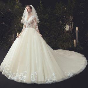 Luxus / Herrlich Illusion Ivory / Creme Brautkleider / Hochzeitskleider 2020 Ballkleid V-Ausschnitt Perlenstickerei Spitze Blumen 3/4 Ärmel Kathedrale Schleppe