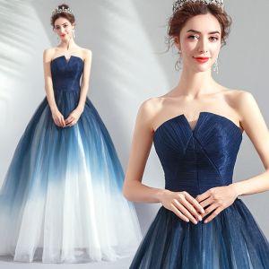 Mooie / Prachtige Donkerblauwe Gradiëntkleur Avondjurken 2019 A lijn Strapless Mouwloos Ruglooze Lange Gelegenheid Jurken