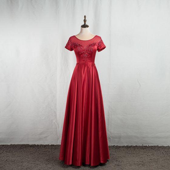 Eleganta Burgundy Balklänningar 2020 Prinsessa Urringning Beading Kristall Korta ärm Halterneck Långa Formella Klänningar