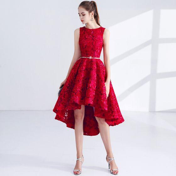 Snygga / Fina Röd Cocktailklänningar 2017 Prinsessa Metall Skärp Broderade Urringning Ärmlös Asymmetrisk Formella Klänningar