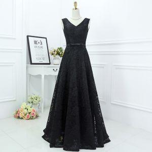 Klasyczna Czarne Sukienki Wizytowe 2017 Princessa Z Koronki Kwiat Kokarda V-Szyja Bez Rękawów Długie Sukienki Wieczorowe