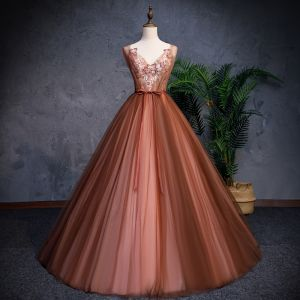 Modern / Fashion Brown Prom Dresses 2019 A-Line / Princess V-Neck Sleeveless Appliques Lace Pearl Beading Sash Floor-Length / Long Ruffle Backless Formal Dresses