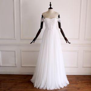 Schlicht Weiß Brautkleider / Hochzeitskleider 2018 A Linie Off Shoulder Kurze Ärmel Rückenfreies Applikationen Spitze Lange Rüschen