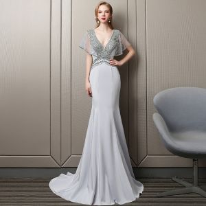 Sexy Silver Evening Dresses  2018 Trumpet / Mermaid Crystal Rhinestone Beading Pearl Sequins V-Neck Backless Short Sleeve Sweep Train Formal Dresses