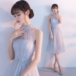 Modern / Fashion Homecoming Graduation Dresses 2017 Grey A-Line / Princess Knee-Length High Neck Pearl Sleeveless Backless Appliques Flower Formal Dresses