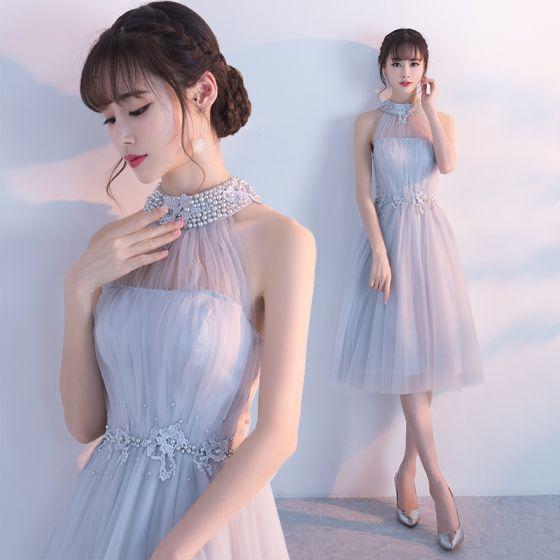 Modern / Fashion Homecoming Graduation Dresses 2017 Grey A-Line / Princess Knee-Length High Neck Pearl Sleeveless Backless Appliques Flower Formal Dresses