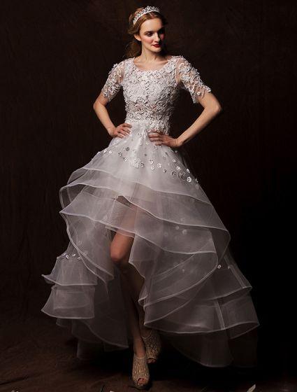 A-line Axlar Urringning Asymmetriska Applikationer Spets Blommor Veckad Bröllopsklänning