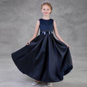Enkel Mørk Marineblå Blomsterpikekjoler 2018 Prinsesse Scoop Halsen Uten Ermer Paljetter Lange Buste Kjoler Til Bryllup