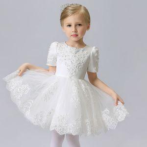 Schöne Kirche Kleider Für Hochzeit 2017 Mädchenkleider Weiß Kurze Ballkleid Rundhalsausschnitt Kurze Ärmel Mit Spitze Applikationen Perle Pailletten