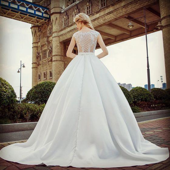 Sexy Blanco Traspasado Vestidos De Novia 2017 Ball Gown Scoop Escote Sin Mangas Apliques Con Encaje Cinturón Colas De La Corte