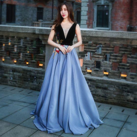 Hermoso Noche Vestidos Formales 2017 Vestidos De Noche Océano Azul Negro A Line Princess Largos V Cuello Sin Mangas Sin Espalda Bordado