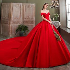 Luxus / Herrlich Rot Brautkleider / Hochzeitskleider 2020 Ballkleid Satin Off Shoulder Ärmellos Rückenfreies Königliche Schleppe Hochzeit