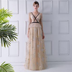 Sexy Beige Durchsichtige Abendkleider 2019 A Linie V-Ausschnitt Lange Ärmel Stickerei Lange Rüschen Rückenfreies Festliche Kleider